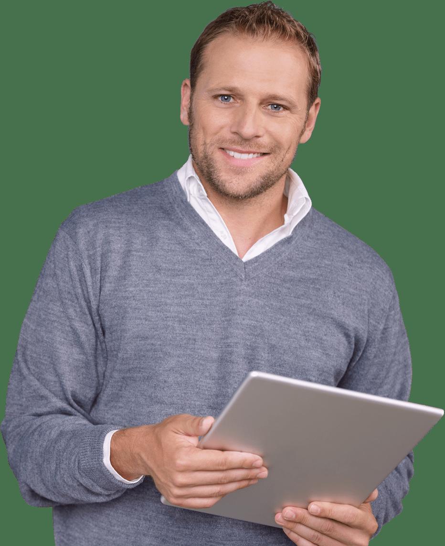 Homme tenant un ordinateur portable