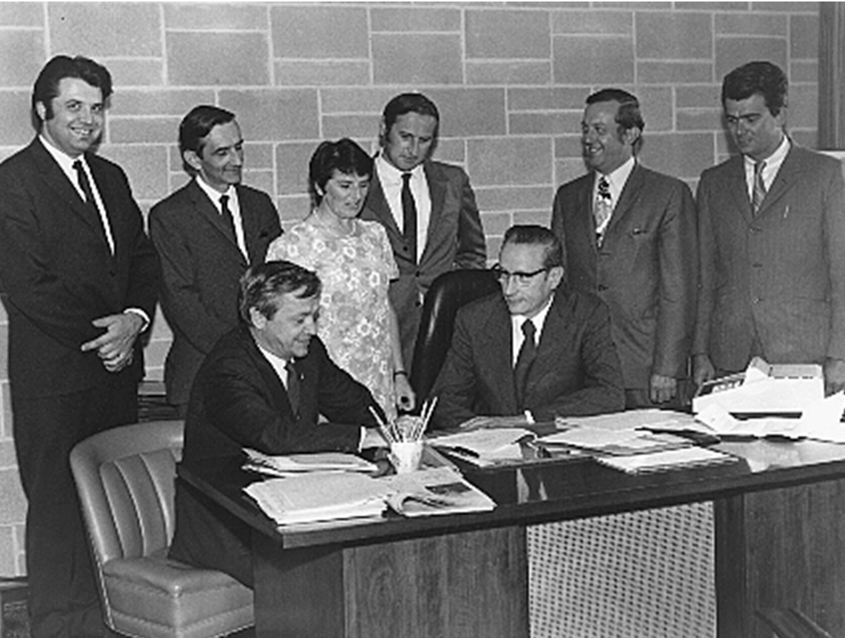 Signature du premier protocole de travail des professeurs de l'UQTR.